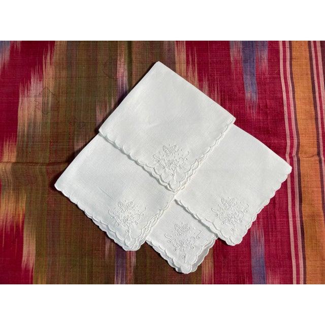 Vintage White Linen Embroidered Napkins- Set of 4 For Sale - Image 4 of 4