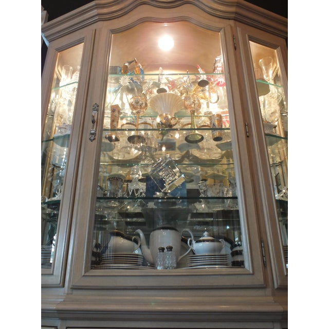Thomasville Country French China Cabinet - Image 9 of 11