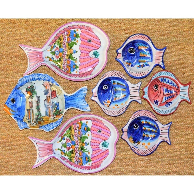 1980s Vintage Collection of Mediterranean Pescado Majolica Dishes - Set of 7 For Sale - Image 5 of 6