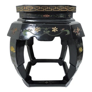20th Century Chinese Decorative Black Lacquer Garden Scene Stool / Side Table For Sale