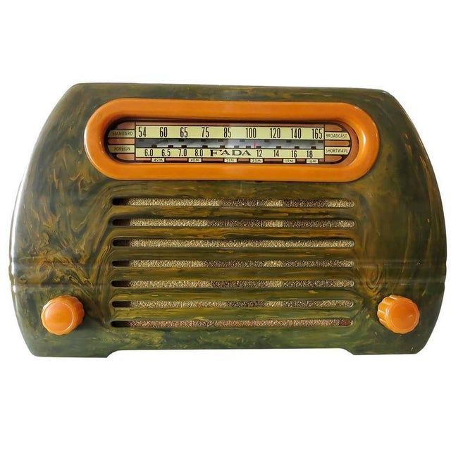 "Fada Model 659 ""Superheterodyne"" Marble Green and Caramel Catalin Tube Radio - Image 1 of 8"