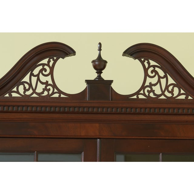 Item: 49362EC: KITTINGER Richmond Hill Collection Mahogany Breakfront Age: Approx: 40 Years Old Details: Richmond Hill...