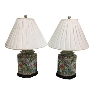 Chinoiserie Style Scallop Ginger Jar Multi-Colored Ceramic Lamp With Shades - a Pair For Sale