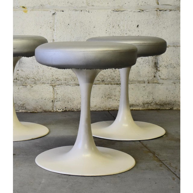 1960s Mid Century Modern Vintage Knoll Style Tulip Stool(s) France For Sale - Image 5 of 7