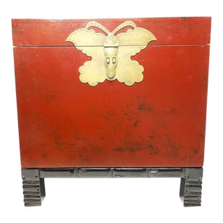 1940s Chinese Red Lacquer Wooden Trunk For Sale