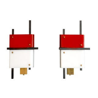 Stilnovo - Pair of Wall Lights in Plexiglass and Lacquered Steel, Circa 1950 For Sale