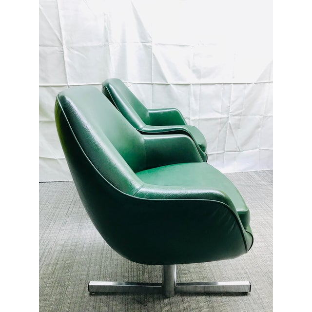Excellent tandem seat in green leatherette with metal base. Originally from the St. Louis Lambert International Airport...