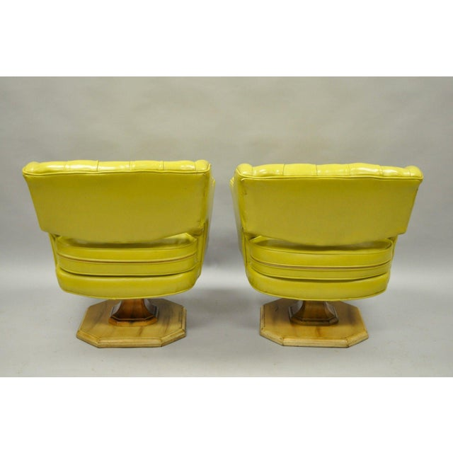 Plastic Pair Silver Craft Green Yellow Swivel Club Lounge Chairs Mid Century Modern A For Sale - Image 7 of 12