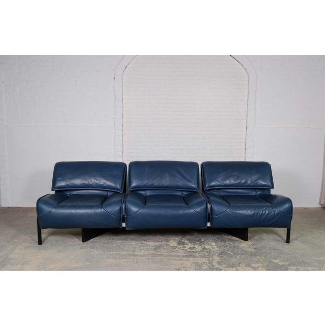 Mid-Century Modern Design Deep Navy Blue Leather Three-seat 'Veranda' Sofa by Vico Magistretti for Cassina, 1970s For Sale - Image 13 of 13