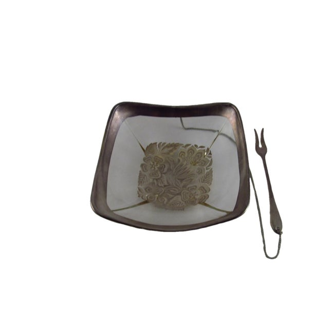 This listing is for a mid century Georges Briard silver detail lemon slice bowl with an attached silver plated two-prong...