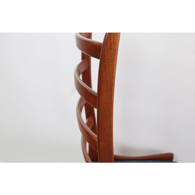 Wood Set of 4 Mid Century Danish Modern Contoured Ladder Back Dining Chairs in Teak For Sale - Image 7 of 8