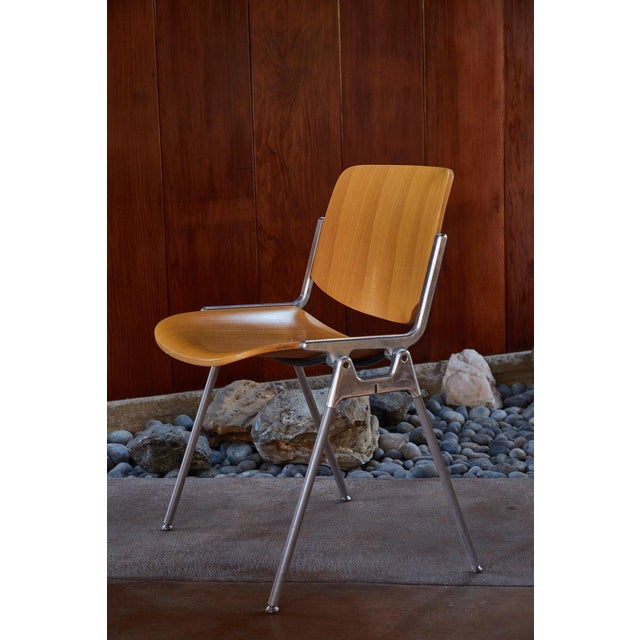 1960s Vintage Giancarlo Piretti for Castelli Stackable Chairs- Set of 6 For Sale In Los Angeles - Image 6 of 9