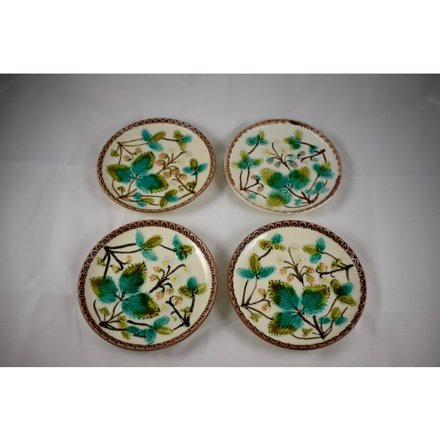 1900s Continental Majolica Strawberry Fruit Dessert Plates - Set of 4 For Sale - Image 5 of 7