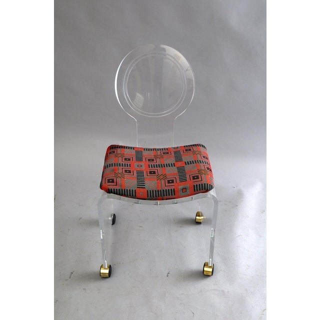 Hill Manufacturing Co. Hill Mfg. Lucite Vanity Chair Round Back Rolling Casters Mid Century Modern Vintage For Sale - Image 4 of 11