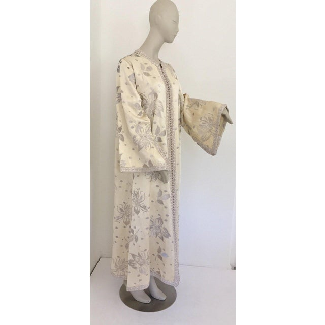 Moroccan Artist Elegant Moroccan Caftan With Silver Metallic Floral Silk Brocade For Sale - Image 4 of 13