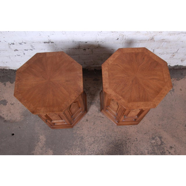 Mastercraft Mid-Century Hollywood Regency Burl Wood Cabinet Side Tables - a Pair For Sale In South Bend - Image 6 of 9