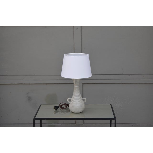 Mid 20th Century Chic Gourd Shaped Table Lamp With Custom White Parchment Shade For Sale - Image 5 of 5