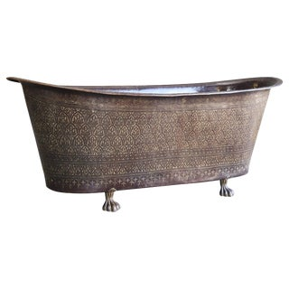 Mid-Century Modern Brass and Copper Alloy Hand Hammered Ornate Bath Tub For Sale