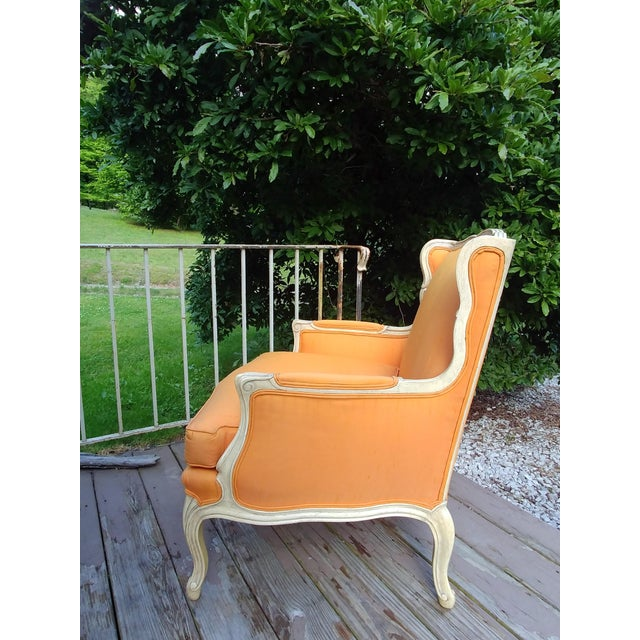 Item offered is a vintage Henredon Louis XV French style Bergere wingback chair. It is lovely carved hardwood that is...