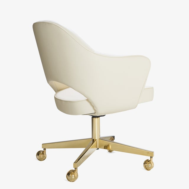 Eero Saarinen Saarinen Executive Arm Chairs in Crème Leather, Swivel Base, 24k Gold Edition For Sale - Image 4 of 8