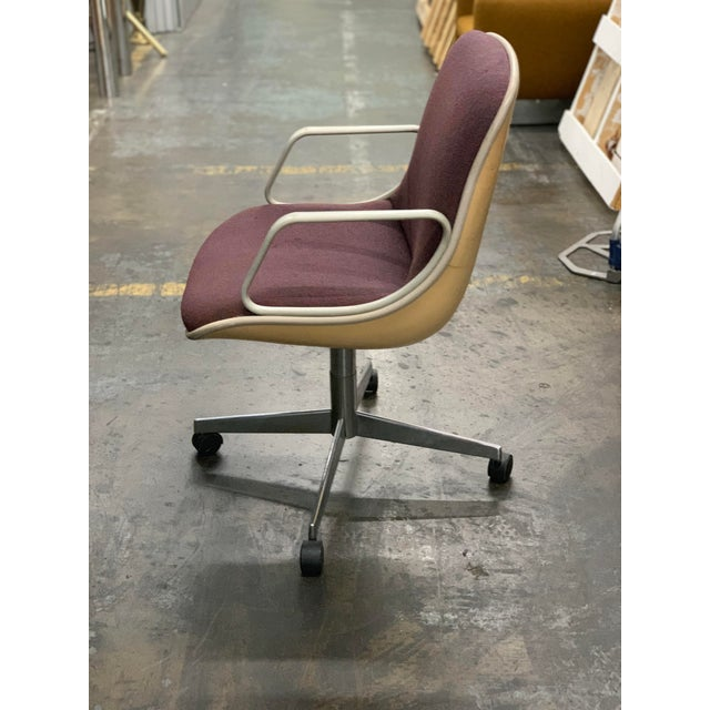 Steelcase will steal your 70s vibes with this vintage original steelcase office chair on wheels. Upholstered in the...
