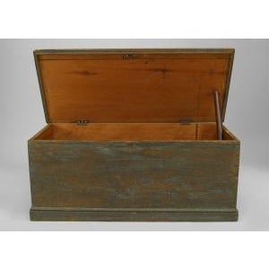 Late 18th Century American Country (18/19th Cent) blue painted pine blanket chest/floor trunk For Sale - Image 5 of 8