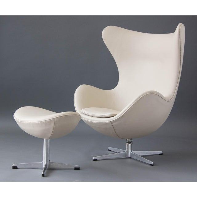 Arne Jacobsen Egg Chair & Ottoman - Image 3 of 11