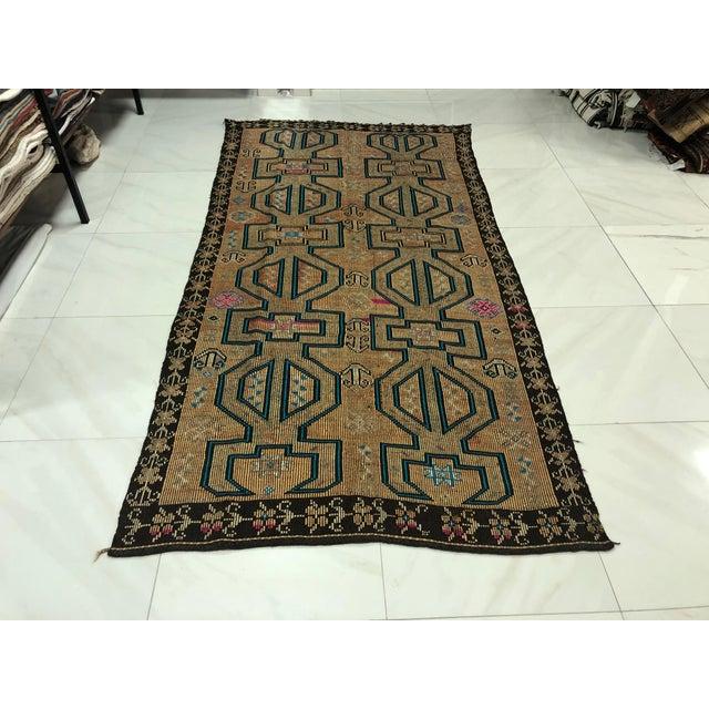 Turkish Bohemian Vintage Floor Kilim Rug - 4′9″ × 9′1″ For Sale - Image 11 of 11