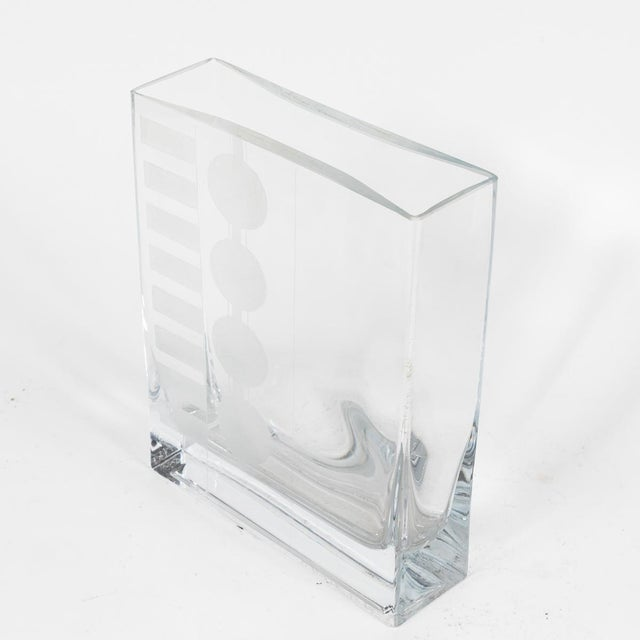 Traditional Mid Century Glass Vases with Etched Design in Graduated Sizes - Set of 3 For Sale - Image 3 of 7