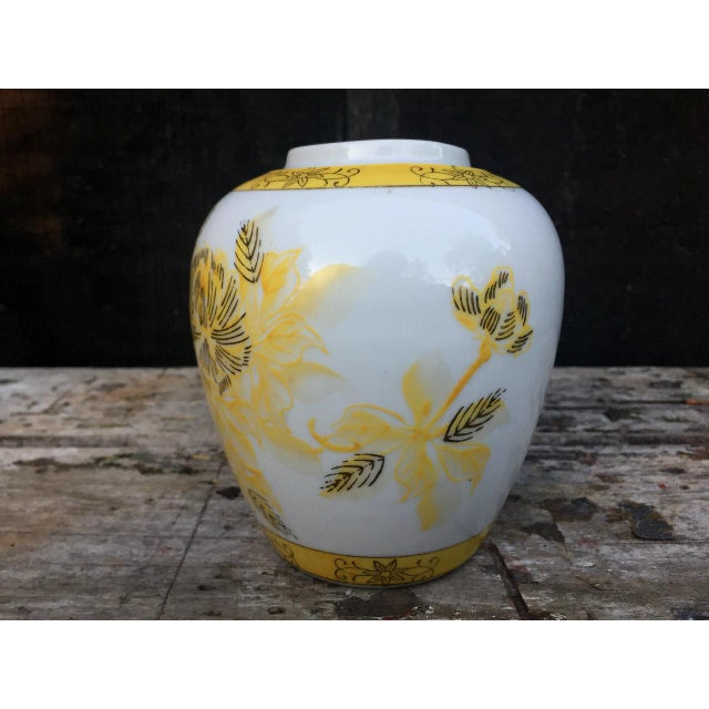 Farmhouse Yellow and White Floral Vase For Sale - Image 3 of 8