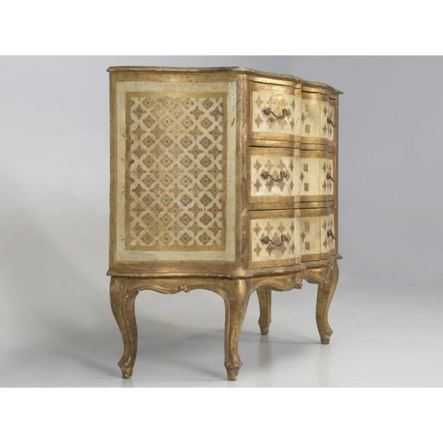 Vintage Italian Commode in Original Paint Gilding For Sale In Chicago - Image 6 of 13