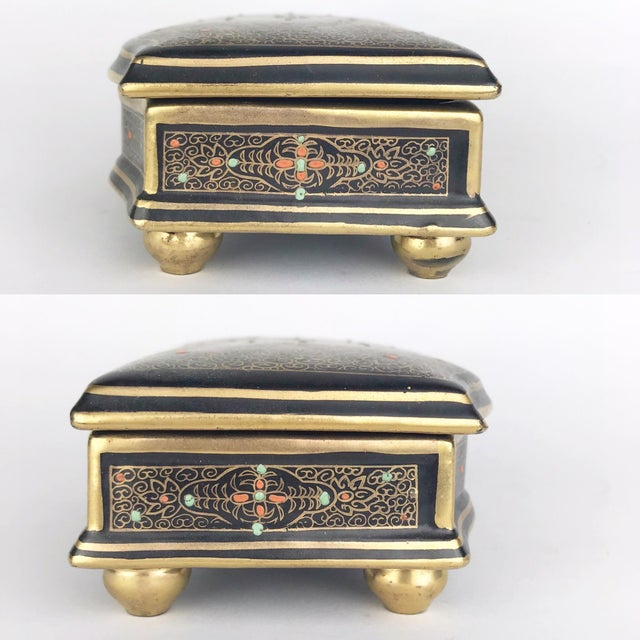 1940s Antique Gilt Lidded Jewelry Box With Gold Scroll Pattern For Sale - Image 5 of 10