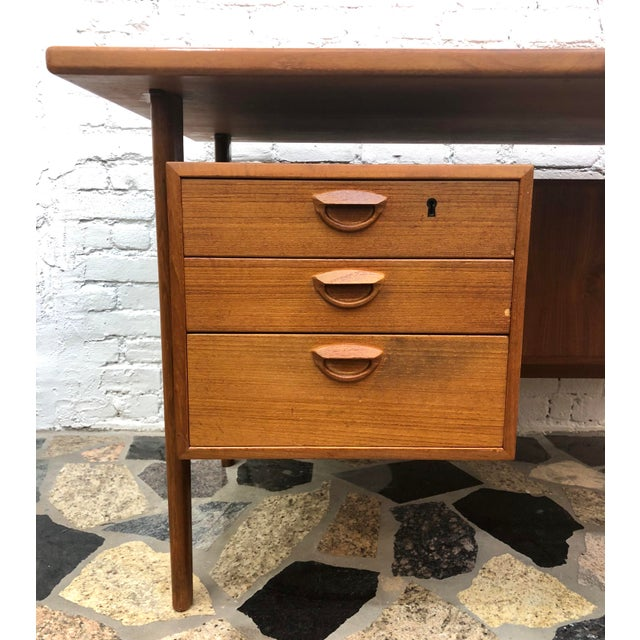 "Brown Mid-Century Danish Modern Sibast ""Floating"" Teak Desk & Chair For Sale - Image 8 of 13"