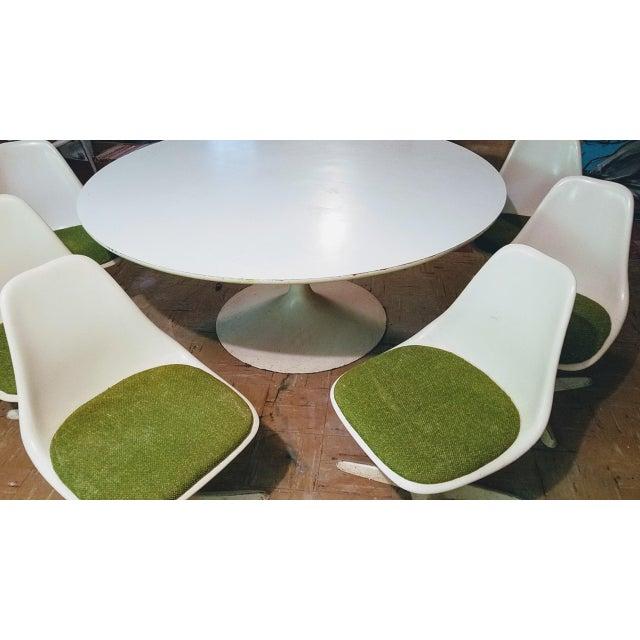 Mid-Century Modern Burke Saarinen Tulip Table & 6 Chairs For Sale - Image 3 of 11