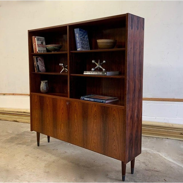 Exquisite Mid Century Modern ROSEWOOD bookcase / China Cabinet. This stunning piece features 6 shelving areas in the upper...