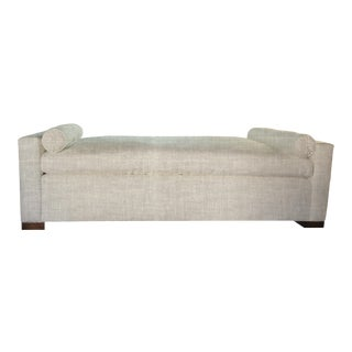 Maia Daybed in Linen For Sale