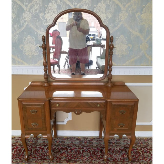 1930s Post Deco Walnut Traditional Bedroom Vanity & Mirror With Bench For Sale - Image 4 of 11