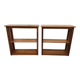 1990s Arts and Crafts Thomas Moser Windwood Cherrywood Bookcases - a Pair