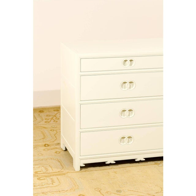White Stellar Restored Eight-Drawer Chest by Baker in Cream Lacquer, Circa 1970 For Sale - Image 8 of 10