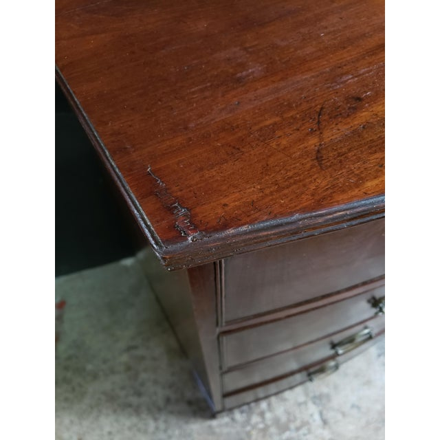 Georgian English Mahogany 2 Over 3 Bow Front Chest on Bracket Feet For Sale In Atlanta - Image 6 of 13