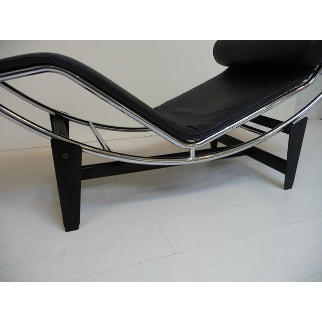 1990s Lc4 Style Black Leather Chaise Lounge in the Style of Le Corbusier For Sale - Image 5 of 8