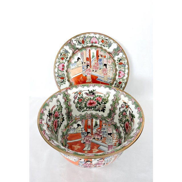 White Mid 20th. Century Qianlong Rose Medallion Porcelain Planter & Decorative Matching Plate For Sale - Image 8 of 8