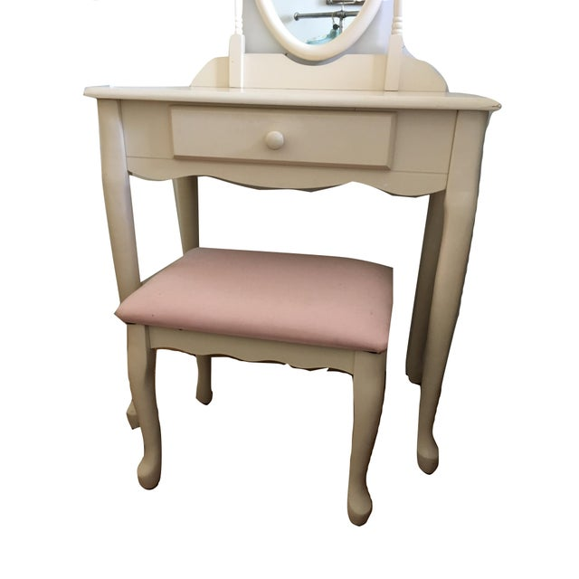 White Vanity With Mirror and Pink Stool Set For Sale In New York - Image 6 of 10