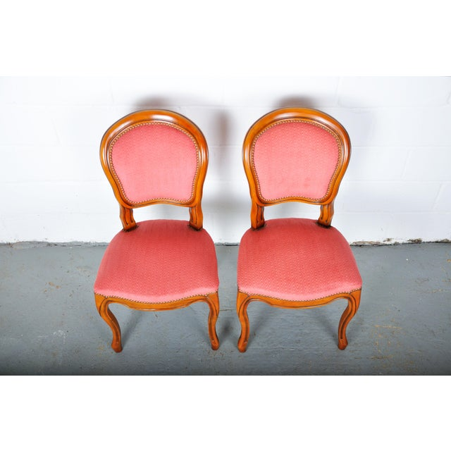 1950s Pair of Vintage French Louis XV Maple Dining Chairs W/ Off-Red Herringbone Wool Upholstery For Sale - Image 10 of 13