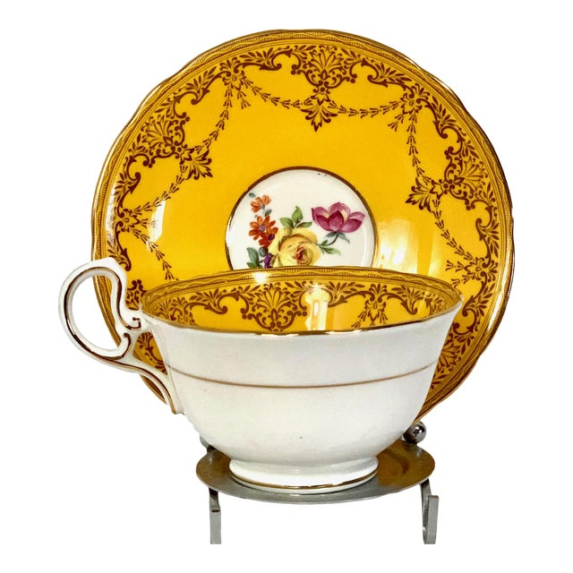 Aynsley England Yellow Gold Gilt With Yellow Rose Floral Bouquet Cup & Saucer For Sale