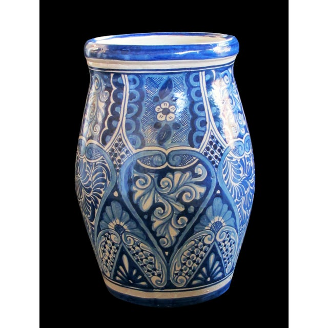 A Large Mexican Hand-Thrown Blue and White Glazed Barrel-Form Pot From Talavera Vazquez For Sale - Image 4 of 4