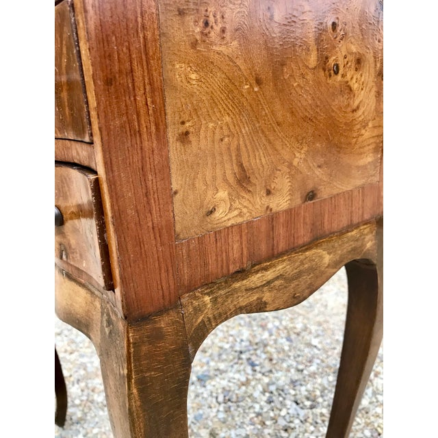 1950s Italian Louis XV Style Three Drawer Burl Wood Nightstand / Cabinet For Sale - Image 5 of 13