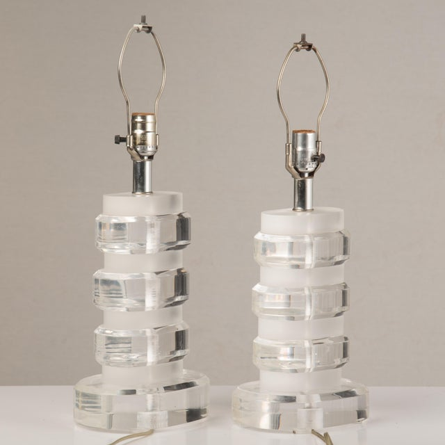 1970s Mid-Century Modern Lucite Lamps - a Pair For Sale In Philadelphia - Image 6 of 13