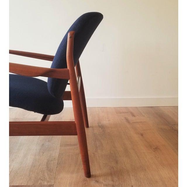 Navy Blue 1950s Newly Upholstered Finn Juhl for France & Daverkosen in Kvadrat Wool Teak Lounge Chair (Fd-136) For Sale - Image 8 of 13