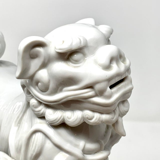 White Pair of 1960s Blanc De Chine Italian Porcelain Chinese Foo Dog Statues For Sale - Image 8 of 13